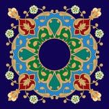 Исламская персиянка с белыми цветками стоковые фотографии rf