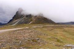 Исландский ландшафт горы в тумане Стоковые Фото