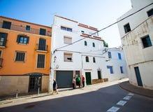 Испания, Tossa de mar, улица в среднеземноморском городке Стоковые Изображения