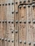 Испанская архитектура, большие деревянные двери стоковая фотография