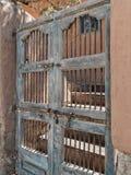 Испанская архитектура, деревянные ворота стоковое фото rf