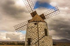 Испанская ветрянка сделанная камня с голубым небом Стоковое Изображение RF