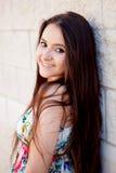 Испанская девушка брюнет с длинными волосами Стоковое Изображение RF