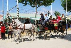 Испанская семья в экипаже нарисованном лошадью Стоковые Фото
