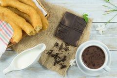 Испанские завтрак, оладь оладь и шоколад стоковое изображение rf