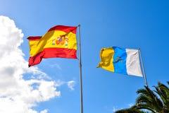 Испанские и канереечные флаги стоковые фото