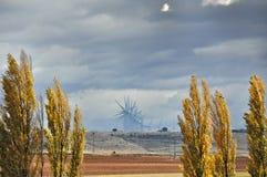 Испанские дороги и мельницы ветра Стоковая Фотография RF