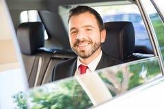 Испанский бизнесмен ехать автомобиль Стоковые Изображения RF