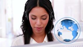 Испанский женский агент центра телефонного обслуживания сток-видео
