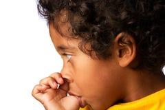 Испанский мальчик всасывая большой пец руки Стоковые Изображения RF