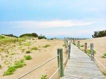 Испанский пляж с белыми песчанными дюнами Стоковые Фотографии RF