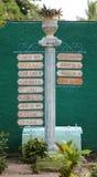Испанский столб знака на кубинськом курорте Стоковые Изображения RF