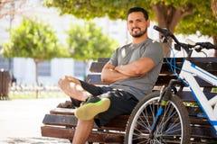 Испанский человек работая на его велосипеде Стоковое фото RF