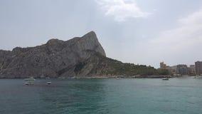 Испанское побережье около Марины Гринвича от моря сток-видео