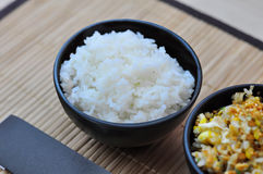 Испаренный рис в черном шаре Стоковое Изображение RF