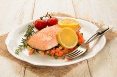 Испаренный salmon овощ филе дальше точно - прерванный Стоковые Фото