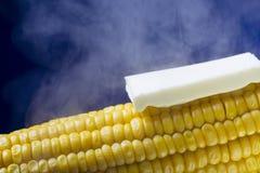 Испаряющся мозоль с плавя концом масла вверх на голубой предпосылке Стоковое Изображение RF
