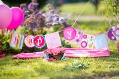 Испеките торт огромного успеха розовый с голубыми и белыми нашивками Стоковые Фотографии RF