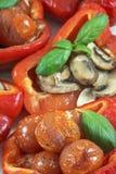 2 испекли перцы с несколькими листьев базилика, вишни и champignons Стоковые Фотографии RF