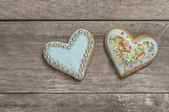 2 испекли сердца покрытые с голубой замороженностью Стоковая Фотография RF