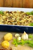 Испеченная картошка с кусками сыра и чеснока баклажана Стоковая Фотография RF