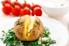 Испеченная картошка с маслом стоковое изображение rf