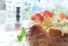 Испеченная картошка стоковое изображение rf