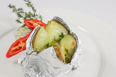 2 испеченная картошка Стоковые Изображения