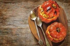 Испеченная тыква заполненная с говядиной и овощами Стоковые Фото