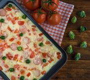 Испеченное блюдо сыра макарон для обеда стоковое фото