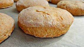 испеченное домодельное хлеба свежее хец круглый Натуральный продучт Вкусно и здорово closeup стоковые изображения rf