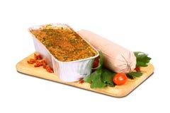 Испеченное мясо на деревянной плите Стоковые Изображения RF