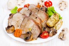 Испеченное мясо с овощами Стоковое Изображение