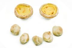 Испеченное тесто пирогов и choux яичка на белой предпосылке Стоковое Фото