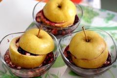 испеченное яблоко 3 испеченных яблока в плите Стоковые Изображения RF