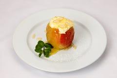 Испеченное яблоко с сыром Стоковая Фотография RF