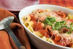 испеченное rigatoni casserole стоковые фотографии rf