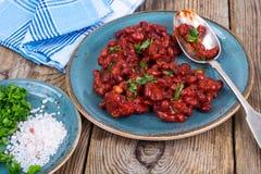 Испеченные горячие фасоли в томатном соусе Стоковые Фото