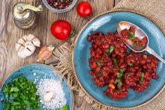 Испеченные горячие фасоли в томатном соусе Стоковая Фотография