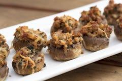 Испеченные заполненные грибы с расплавленным сыром Стоковая Фотография