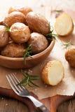 Испеченные картошки с розмариновым маслом Стоковое фото RF