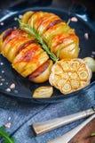 Испеченные картошки hasselback Стоковые Фото