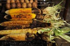 Испеченные мозоль и картошки на гриле стоковое фото rf