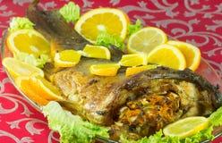 Испеченные рыбы заполненные с овощами Стоковая Фотография RF