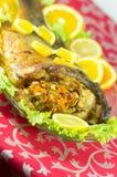 Испеченные рыбы заполненные с овощами Стоковая Фотография