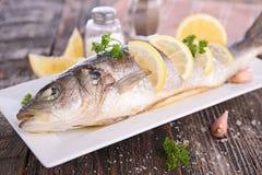 Испеченные рыбы с лимоном Стоковое Изображение