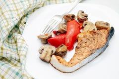 Испеченные семги и овощи Стоковые Фото