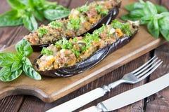 Испеченный баклажан заполненный с овощами, мясом и сыром Стоковое Фото
