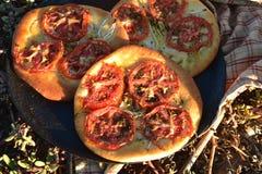 Испеченный индивидуалом хлеб foccacia томата Стоковое фото RF