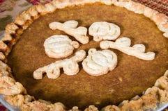 Испеченный свежий пирог тыквы с украшением Стоковое Фото